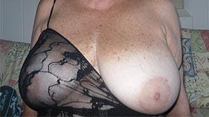 Rencontre cougar à Caen femme chic et sexy de 62 ans