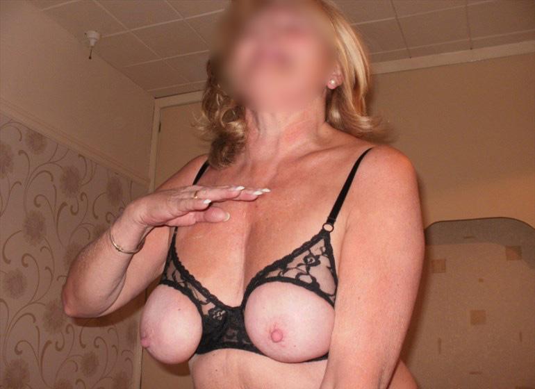 femme mature en lingerie sexy